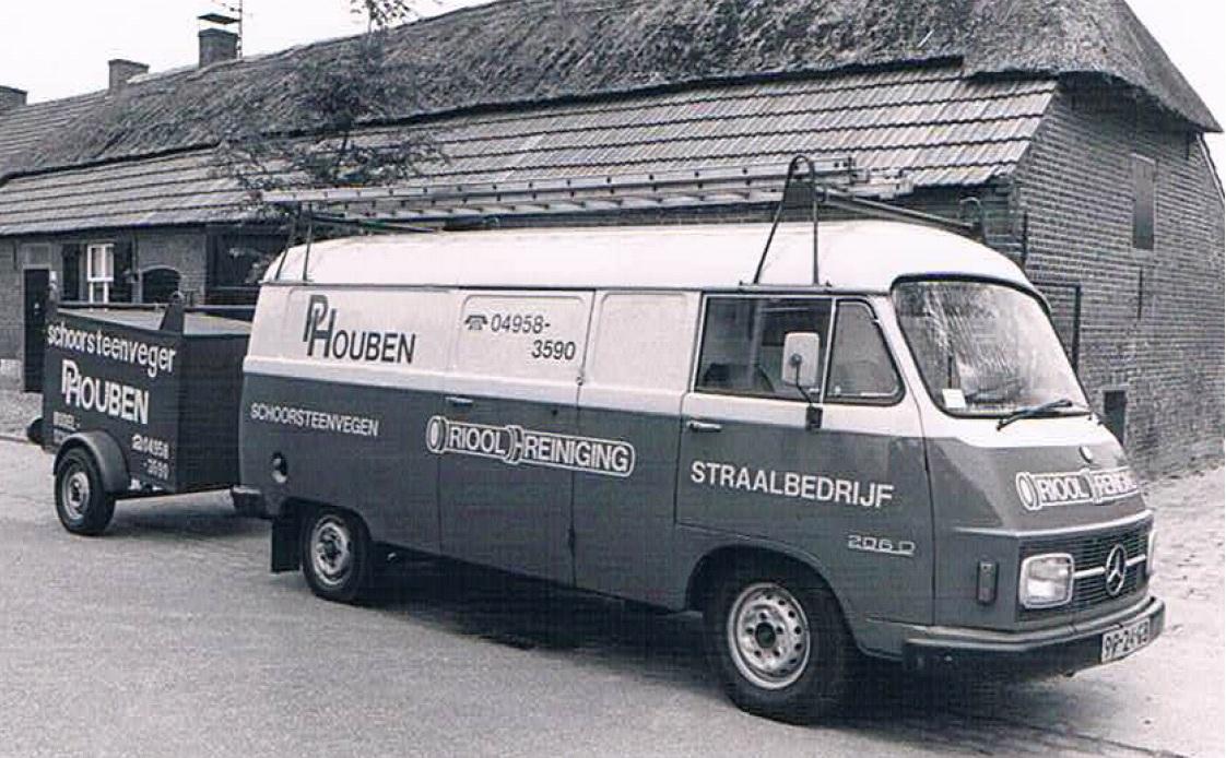 Rioolreiniging Waalre 35 jaar bus